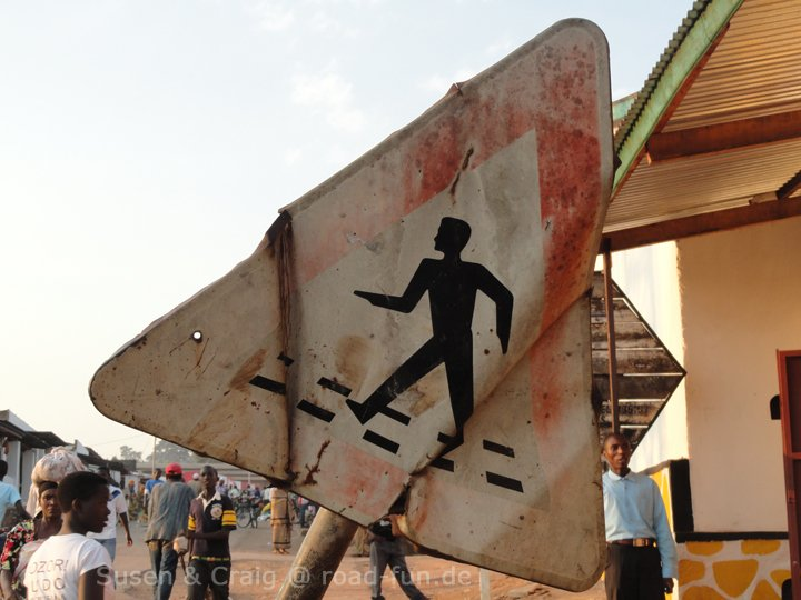 Gefahrenschild Burundi - Fußgänger