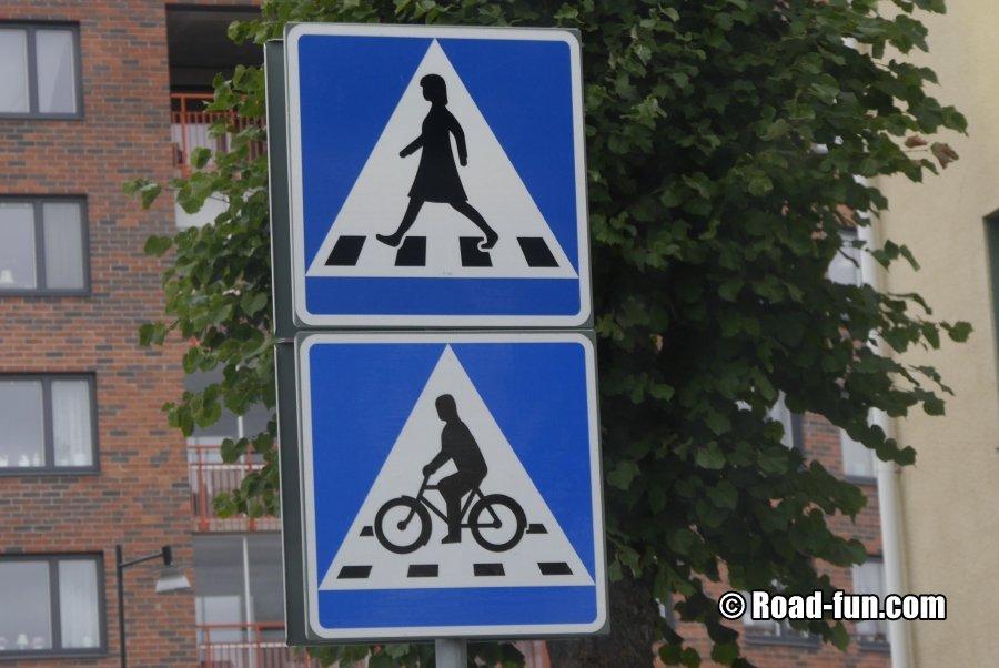 Hinweisschild Schweden - Zebrastreifen Mit Frau Und Radfahrer