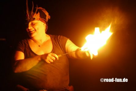 Feuershow Vor Der Haustuer #01