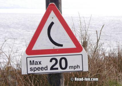 Gefahrenschild Isle Of Kintyre - Max Speed 20 (übermalt)