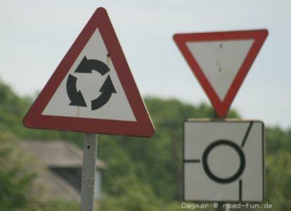 Gefahrenschild Ukraine - Kreisverkehr