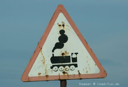 Gefahrenschild Ukraine - unbeschrankter Bahnuebergang (12)