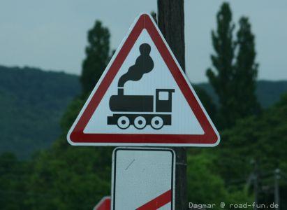 Gefahrenschild Ukraine - unbeschrankter Bahnuebergang (2)