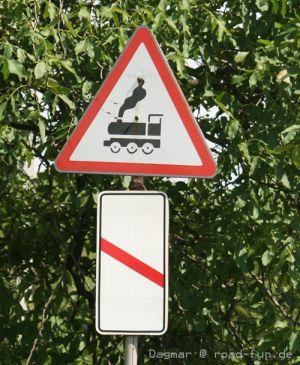 Gefahrenschild Ukraine - unbeschrankter Bahnuebergang (6)