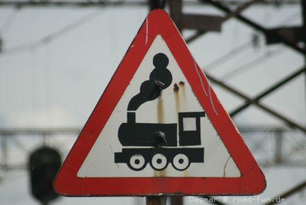 Gefahrenschild Ukraine - unbeschrankter Bahnuebergang (8)