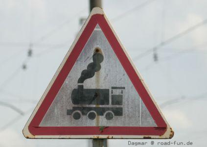 Gefahrenschild Ukraine - unbeschrankter Bahnuebergang (9)