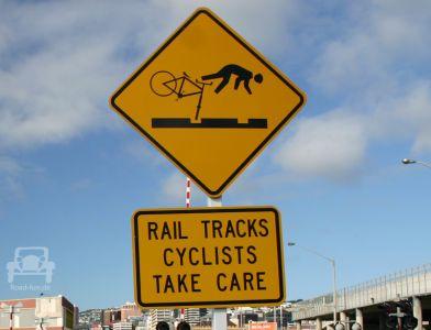 Gefahrenschild Neuseeland - Eisenbahn Spur