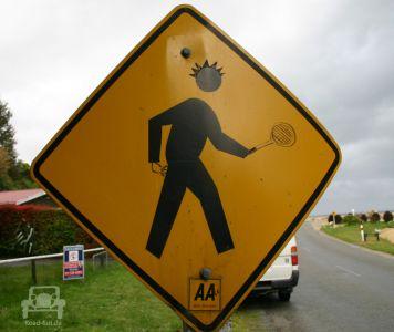 Gefahrenschild In Neuseeland (9)