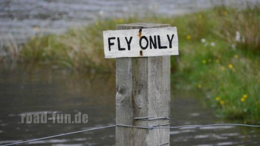 Hinweisschild Outer Hebrides - nur Fliegenfischen