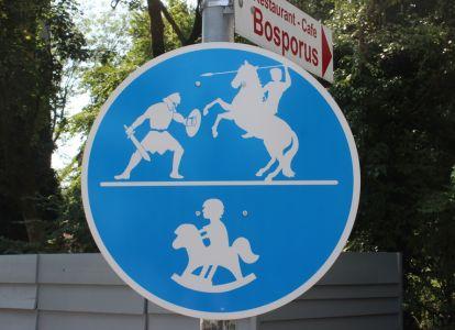 Rosenheimer Verkehrsschilder Lokschuppen Ausstellung - Alexander der grosse (2)