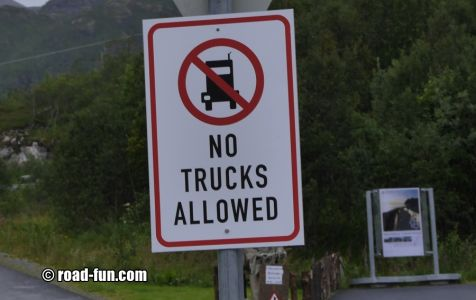 Verbotsschild Norwegen - no Trucks