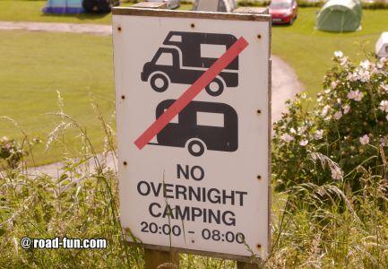 Verbotsschild Schottland - No Overnight Camping