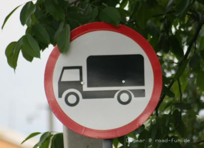 Verbotsschild Ukraine - Durchfahrtsverbot LKW