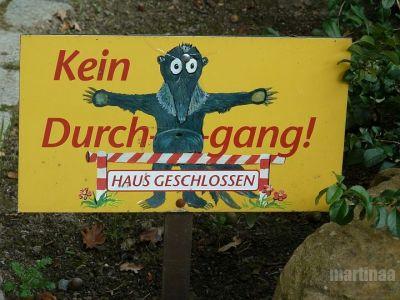 Verbotsschilder im Dortmunder Zoo -  kein Durchgang