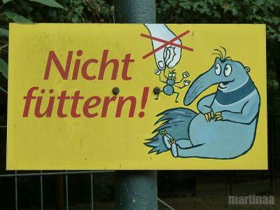 Verbotsschilder im Dortmunder Zoo - nicht fuettern
