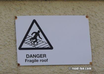 Warnschild Isle of Scalpay - Fragile roof